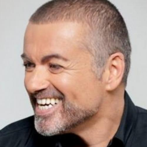 Cantor George Michael morre no Natal aos 53 anos.